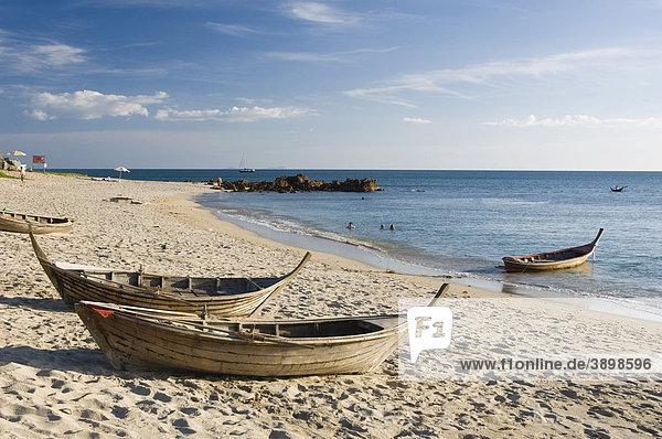 Fischerboote am Sandstrand  Klong Nin Beach  Insel Ko Lanta oder Koh Lanta  Krabi  Thailand  Asien