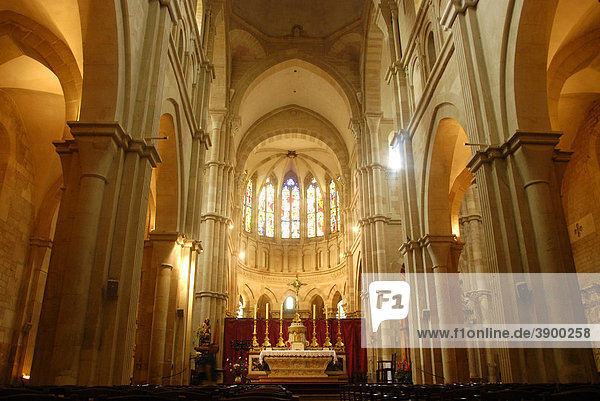 Innenraum der Kathedrale Notre-Dame de Beaune  Beaune  Burgund  Frankreich  Europa