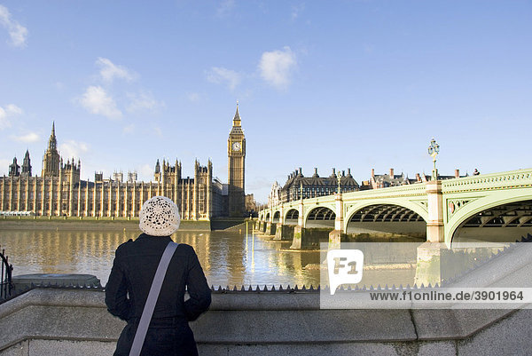 Woman looking at Houses of Parliament and Westminster Bridge  River Thames  South Bank  Palace of Westminster  London  England  United Kingdom  Europe