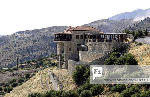 Restaurant  Gedenkstätte und Mahnmal von Amiras  Viannos  Kreta  Griechenland  Europa