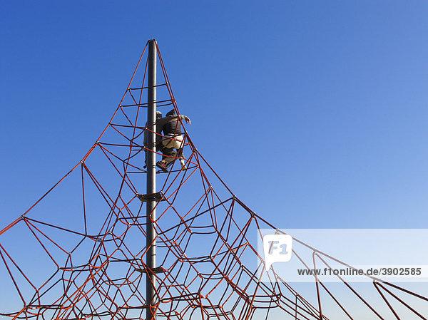 Klettergerüst Englisch : Seil klettergerüst am nova icaria strand in barcelona katalonien