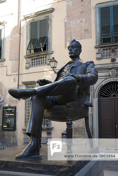 Statue of Giacomo Puccini  Lucca  Tuscany  Italy  Europe