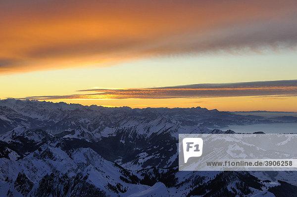 Lichtstimmung nach Sonnenuntergang über dem Alpsteingebiet  Schweiz  Europa
