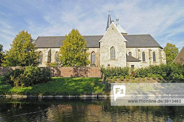 Stiftskirche St Felicitas  Kirche  Fluss Berkel  Vreden  Münsterland  Nordrhein-Westfalen  Deutschland  Europa