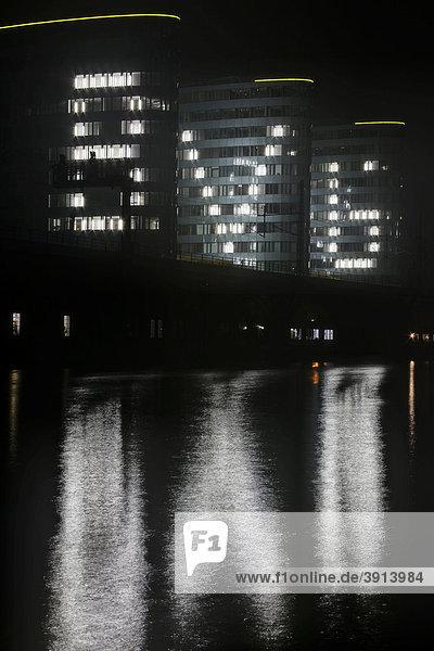 Gebäude der BVG an der Jannowitzbrücke zum Festival of Lights 2009 in Berlin Mitte  Deutschland  Europa