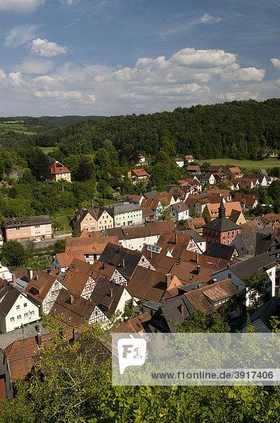 Ausblick von der Burganlage auf Waischenfeld  Wiesenttal  Fränkische Schweiz  Franken  Bayern  Deutschland  Europa