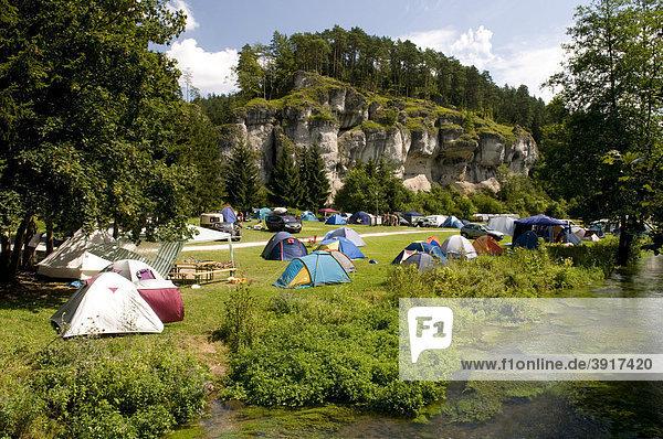 bayern deutschland europa franken naturpark fr nkische schweiz zelte auf dem campingplatz an. Black Bedroom Furniture Sets. Home Design Ideas