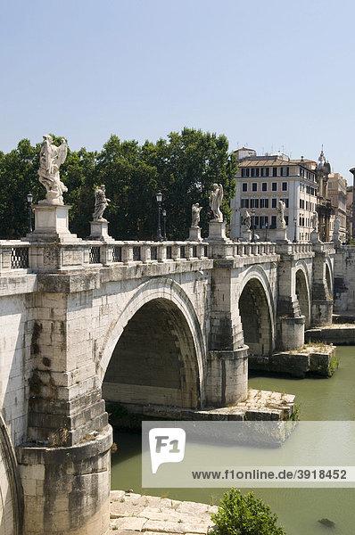 Engelsbrücke über den Tiber  Rom  Italien  Europa