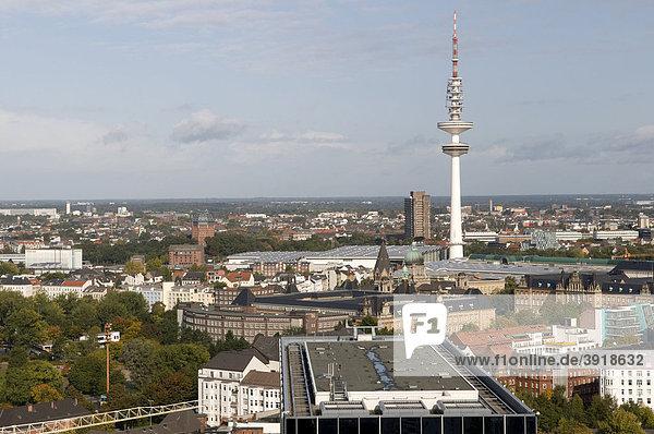 Ausblick vom Turm der St. Michaeliskirche auf die Neustadt mit Fernsehturm und Congresscentrum  Hamburg  Deutschland  Europa