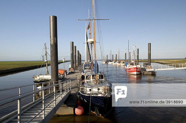 Altenbrucher Hafen an der Elbe bei Cuxhaven  Niedersachsen  Deutschland  Europa