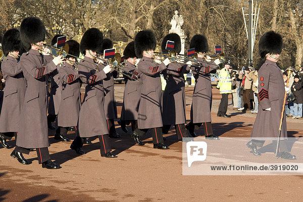 Wachablösung am Buckingham Palace  London  England  Großbritannien  Europa
