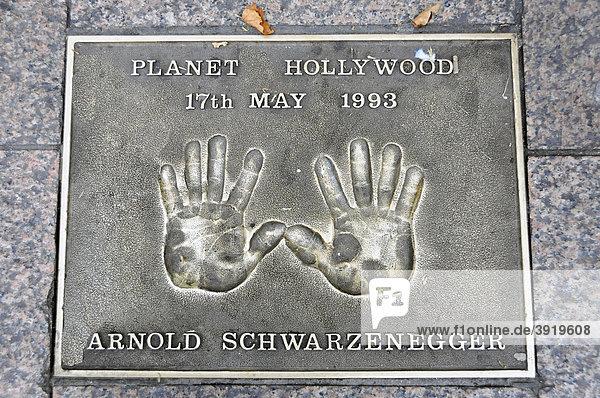 Arnold Schwarzenegger  Handabdruck  Leicester Square  London  England  Großbritannien  Europa