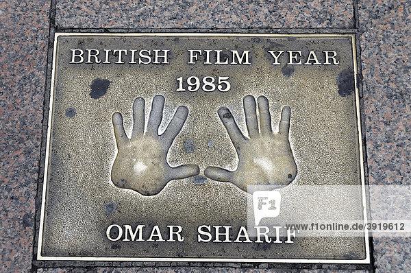 OMAR SHARIF  Handabdruck  Leicester Square  London  England  Großbritannien  Europa