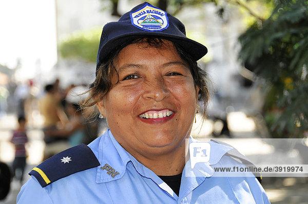 Polizistin  Policia National  Leon  Nicaragua  Zentralamerika