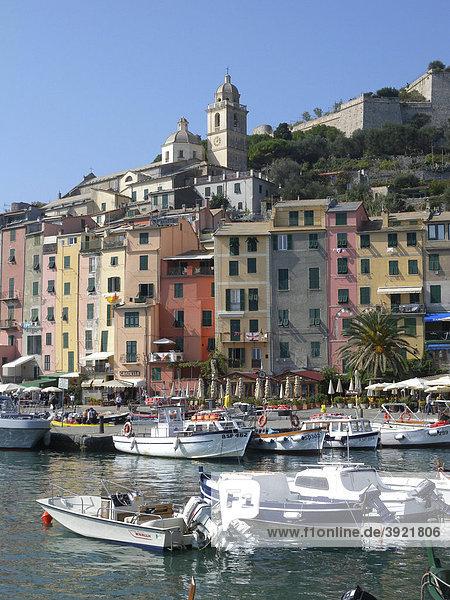 Portovenere  Hafen und Altstadt am Meer  Bucht von La Spezia  Cinque Terre  Riviera  Ligurien  Italien  Europa
