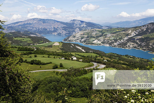 Embrun See  Haute Alpes  Provence  Frankreich  Europa