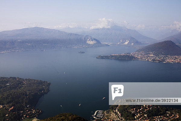 Schöne Aussicht auf den Lago Maggiore und die Alpen vom Sasso del Ferro Berg  Laveno  Varese  Italien  Europa