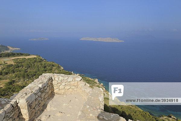 Blick von der Burgruine K·miros  Rhodos  Griechenland  Europa
