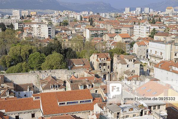 Blick auf die Altstadt vom Campanile der Kathedrale von Split  Kroatien  Europa