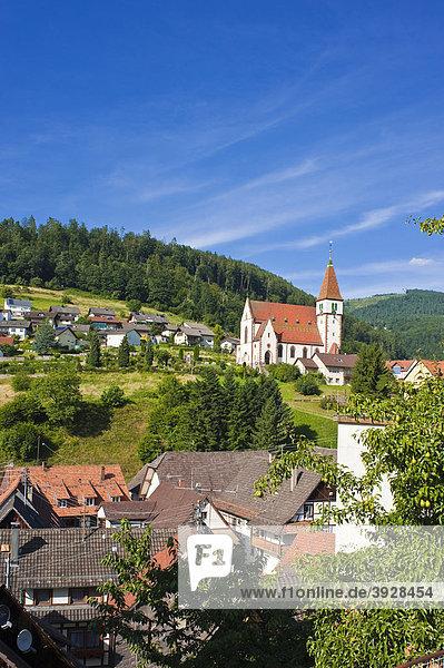 Ortsbild mit Heilig-Kreuz-Kirche  Reichental  Schwarzwald  Baden-Württemberg  Deutschland  Europa