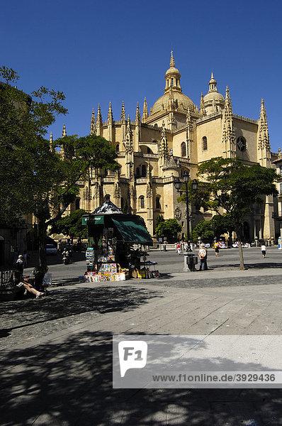 Plaza Mayor Hauptplatz und Kathedrale  Segovia  Kastilien-LeÛn  Spanien  Europa
