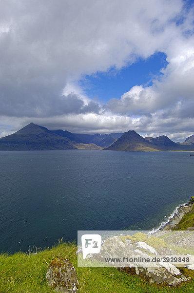 Cuillin Hills von Elgol aus  Isle of Skye  Western Highlands  Schottland  Vereinigtes Königreich  Europa