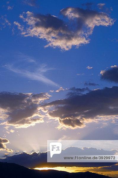 Sonnenuntergang im Sierra de las Nieves Naturpark  Ronda  Provinz Malaga  Andalusien  Spanien  Europa