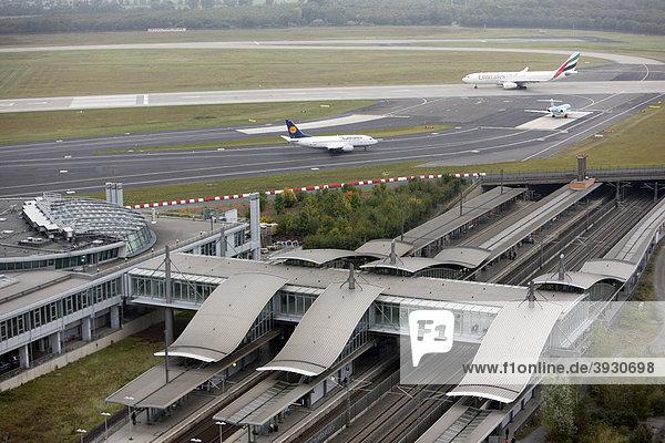 Flughafen Düsseldorf International  Flughafenbahnhof  Düsseldorf  Nordrhein-Westfalen  Deutschland  Europa