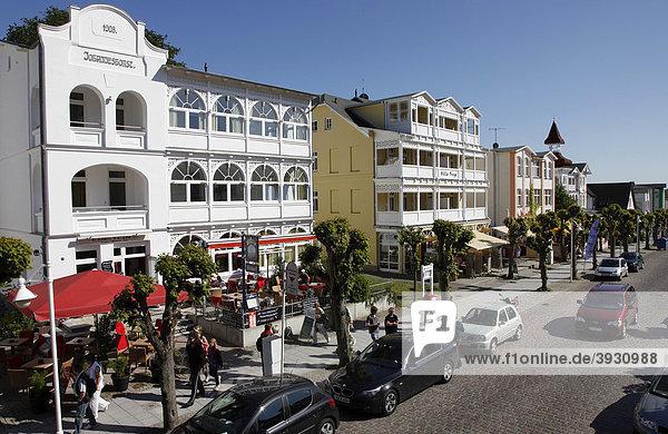 Wilhelmstraße in Sellin  alte Bädervillen  Einkaufsstraße  Flaniermeile  touristisches Zentrum  Insel Rügen  Mecklenburg-Vorpommern  Deutschland  Europa