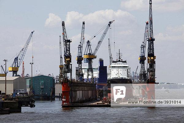 Schiffswerft  Trockendock  im Hafen Hamburg  Deutschland  Europa