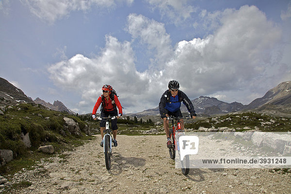 Mountain bike riders on the Limo Pass in Fanes-Sennes-Prags Nature Park,  Trentino,  Alto Adige,  Italy,  Europe