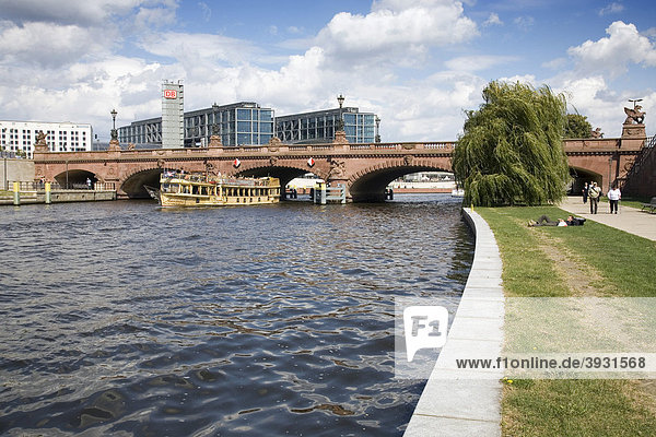 River Spree and Moltkebruecke bridge  Berlin  Germany  Europe
