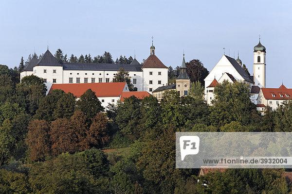 Fürstliches Schloss Wolfegg und Pfarrkirche  Allgäu  Oberschwaben  Baden-Württemberg  Deutschland  Europa