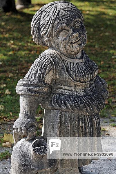 Weiblicher Zwerg  Skulpturen-Serie verwachsener Menschen aus der Barockzeit  Zwergelgarten  Mirabellgarten  Salzburg  Österreich  Europa