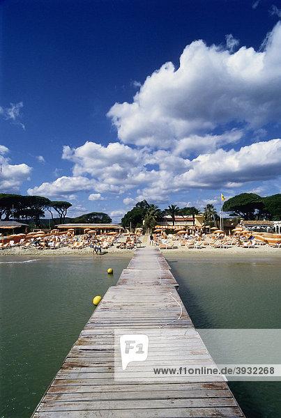 Berühmter Strandclub Tahiti Plage  Saint-Tropez  CÙte d'Azur  Var  Südfrankreich  Frankreich  Europa