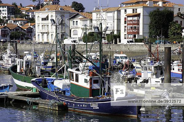 Fischerboote  Hafen von Saint-Jean-de-Luz  Aquitanien  Frankreich  Europa