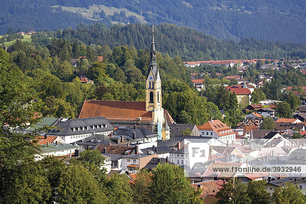 Blick auf Bad Tölz vom Kalvarienberg  Oberbayern  Bayern  Deutschland  Europa