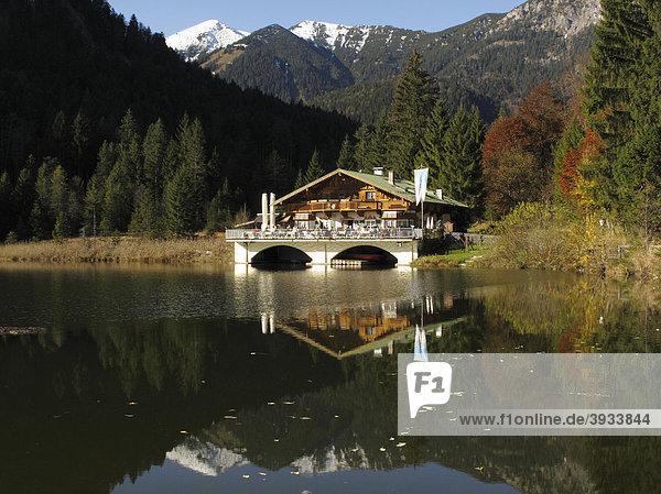 Gasthaus Gasthof am Pflegersee bei Garmisch Partenkirchen am Kramerplateauweg  Oberbayern  Deutschland  Europa