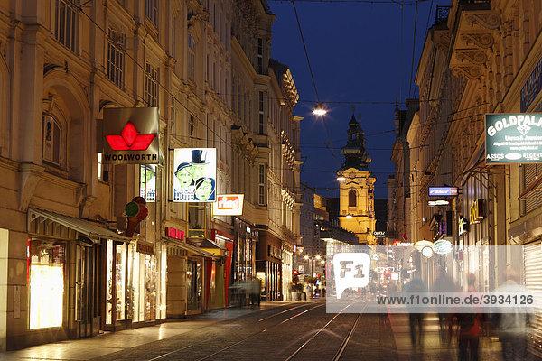 Schmidtorstraße und Landstraße mit Ursulinenkirche  Linz  Oberösterreich  Österreich  Europa