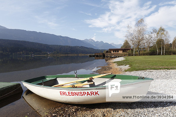 Ruderboot im Erlebnispark Presseggersee  Hermagor-Pressegger See  Kärnten  Österreich  Europa