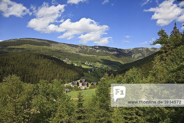 Landschaft in der Umgebung von Spindlermühle  nahe Svat_ Petr  Sankt Peter  Riesengebirge  Tschechien  Europa