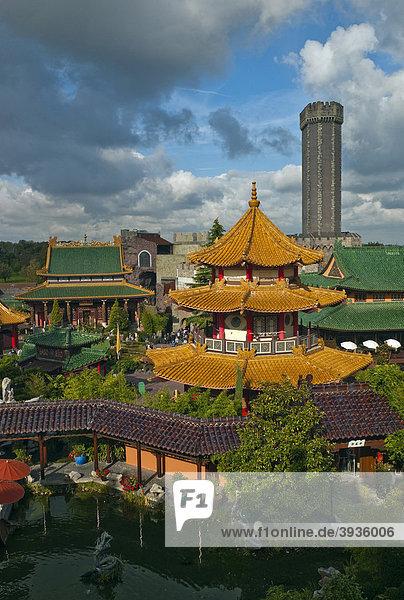 Phantasialand  Themenpark CHINATOWN mit der Attraktion MYSTERY CASTLE  Brühl  Nordrhein-Westfalen  Deutschland  Europa