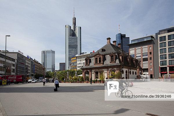 Die Hauptwache  hinten die Commerzbank und die Europäische Zentralbank  Frankfurt am Main  Hessen  Deutschland  Europa