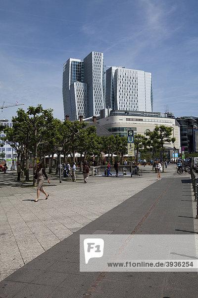 Einkaufszentrum  Kaufhof an der Hauptwache  hinten der Büroturm  Projekt Palais Quartier  Thurn-und-Taxis-Platz  Frankfurt am Main  Hessen  Deutschland  Europa