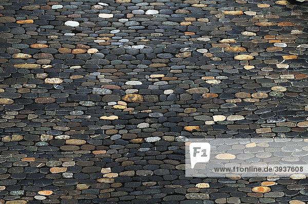 Gehwegpflasterung mit kleinen Steinen am Martinstor  Kaiser-Joseph-Straße  Freiburg im Breisgau  Deutschland  Europa