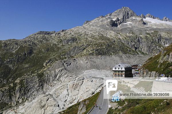 Radfahrer am Rhonegletscher  Hotel Belvedere  Dammastock  Furka-Pass  Uri  Schweiz  Europa