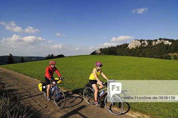 Radfahrer bei Les Enfers  Vaude  Schweiz  Europa