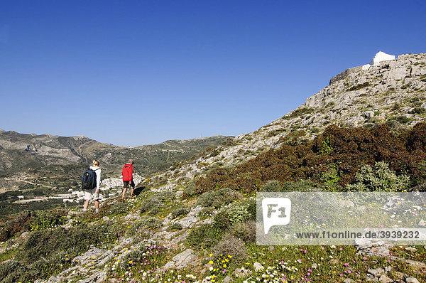 Wanderer  Wandertour bei Filoti  Aghios Ioanis Naxos  Kykladen  Griechenland  Europa