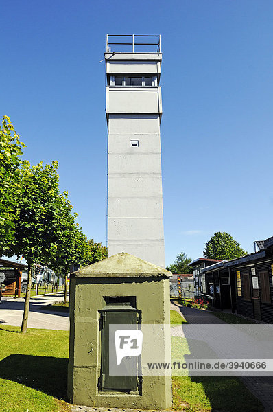 Beobachtungsturm der DDR im Grenzmuseum Schifflersgrund an der einstigen innerdeutschen Grenze  Sickenberg  Thüringen  Deutschland  Europa