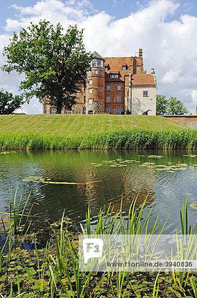See im Park vor Schloss Ulrichshusen der Familie von Maltzahn  Mecklenburg-Vorpommern  Deutschland  Europa